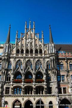 La façade néo gothique du nouvel hôtel de ville de Munich en Bavière