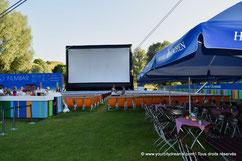 Biergarten dans le cinéma de plein air de l'Olympiapark