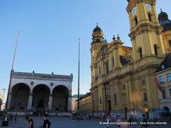 La place de l´Odéon est l´un des lieux les plus touristiques de Munich.
