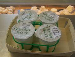 présentation de yaourts nature sucrés