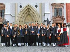 Die Musiker vor der Basilika