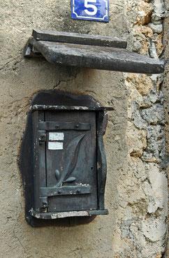 une boite aux lettres sculptée