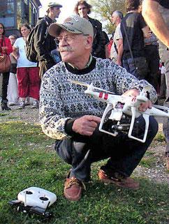Gérard Miclot avec son drone photo Bernard Héliord