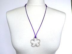 Halskette mit Blume