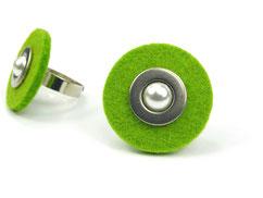 Grüner Filzring mit Perle