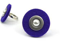 violetter Filzring mit Perle