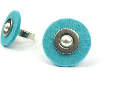 Türkiser Filzring mit Perle