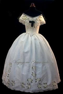 Location Confection costumes historiques Bordeaux Paris Vichy broderie personalisée