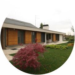 Prestigiosa villa immersa nel verde a Verona progettata dagli architetti Scamperle e Castagnini. Il progetto si incentra sull'idea di fusione tra architettura e paesaggio