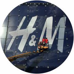 Progetto architettonico ed esecutivo di un negozio H&M sviluppato dall'architetto Nigri dello studio di architettura Casettastudio, con sede a Verona