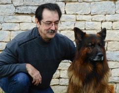 L'équipe Coach Canin 16 et son chien éducateur canin à domicile et sur terrain