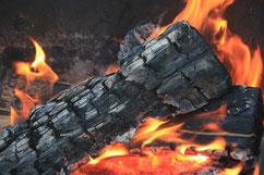 ein Feuer zum Wärmen