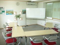 大きな教室でも5~6名での授業です