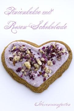 Pinien-Herzen mit Rosen-Schokolade  Rosiger Adventskalender
