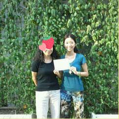 音叉ヒーリング講座通信講座の日本音叉ヒーリング研究会onsalabo の代表が最初のスクールを卒業した写真