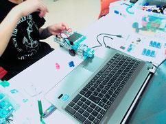短期講座二回目は、ブロックヲ運ぶ車のロボット