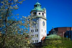 La tour du Müllersches Volksbad, la piscine art nouveau de Munich