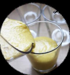 Bild: Schnelles und einfaches Rezept für eine leckere Mango-Kokosmilch Creme als Dessert, perfekt als Nachtisch für jede Party, vegan und laktosefrei, von www.partystories.de