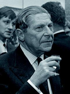 (c)  Nationaal Archief, Eric Koch/Anefoto. (Koestler bei einer Vernissage in den Niederlanden; 1969)