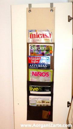 Organiza las revistas en tu Dormitorio con un revistero colgante tras la puerta - AorganiZarte.com