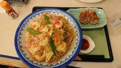 長崎駅のロイヤルホスト「皿うどんと餃子セット」