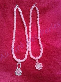 Colliers pour petites filles : Spirale à l'aiguille en perles de rocailles et pendentif Peyote