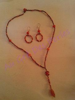 Sautoir et boucles d'oreilles : perles de rocailles et perles acryliques