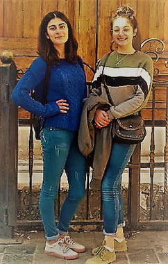 Rebecca à gauche et Rahgad (qui vit aussi chez nous) à droite.
