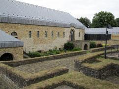 Kaiserpfalz, karolingische Grundmauern und rekonstruierter ottonisch-salischer Bau