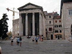 Augustustempel am Forum, Pula