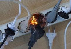 Incendio por sobrecarga de una regleta de enchufes