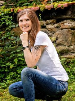 Veronica More, Autorin