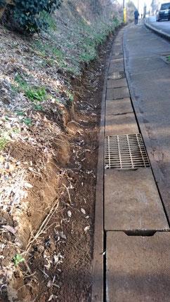 土砂を撤去した側溝