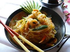 Spaghetti di soia con verdure e gamberi ricetta