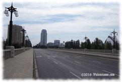 Une la Avenida del Regne de Valencia con la Avenida de Francia.