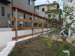 フェンス、イタウバ、レンガ、シャワー水栓、ガーデンシンク、デッキステップ、施工例