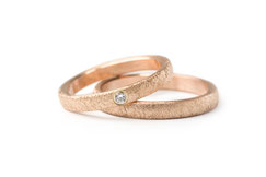 Alianza de boda azules. De titanio anodizado combinado con otros materiales. Alianzas realizadas artesanalmente