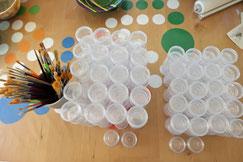 """KeramikZeit """"to go"""": In diese kleinen Dosen werden die gewünschten Farben eingefüllt"""
