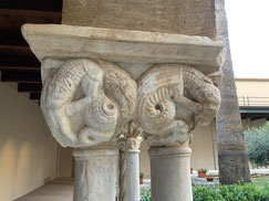 Italien, Sizilien, Sehenswürdigkeit, Cafalú, Kreidefelsen, Kalkfelsen, Kirche, Chiesa de Cefalú, Exkursion, Dom, Cattedrale, Chiostro, Säulen, Säulengang