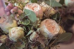 Blumenstrauss mit englischen Rosen