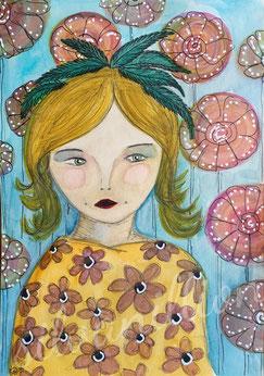 Blumenkind (Aquarell, Papier), Mädchen mit Blumenkleid und grünen Federn im Haar. Illustration von Silvanillion
