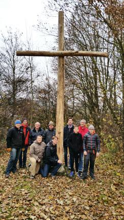 Und die haben alle mitgearbeitet am Kreuz und beim Aufstellen