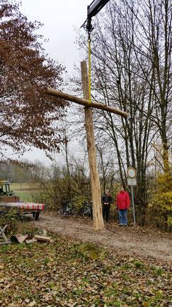 Das Kreuz schwebt ein