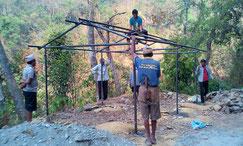 Beim Bau der Schutzhütte