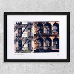 New-York Facade photographie immeuble newyork ville fenêtres windows escalier fire escape cadre encadrée photo pas cher