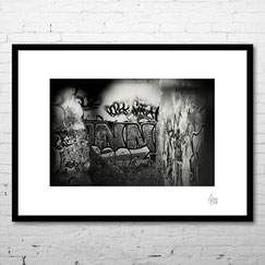 photo art encadrée deco artiste graffiti wall mur graff tag vandal lyon noir et blanc