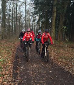 die letzte Trainingseineit im alten Jahr: der milde Winter erfreut u.a. Reinold und Udo