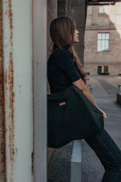 Tote Bag - totebag - große Tasche - Umhängetasche - Shopper - Cordtasche - Cord - lange Henkel - Unitasche -  grün - Damentasche - flaschengrün - Tasche dunkel - Handtasche - Handtasche grün - Tasche dunkel