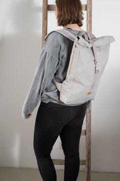 Rucksack Ubangi - rucksack grey - rucksack dunkel - Ubangi - rucksack 11 liter - Tasche - Herrentasche - verstellbar - wasserabweisend - rolltop - seitentaschen - Innenfach - Karabiner - schwarz - dunkel - zacamo
