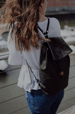 Kleiner Rucksack, dunkelgrün Leder